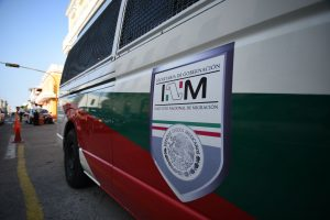 INM-apoya-migrantes-lesionados-volcadura